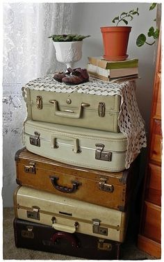Love these old vintage suitcases!