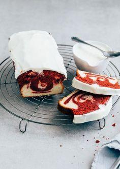 Have you ever tasted a Red Velvet cake? I made a marble cake with soup … – {Kastenkuchen – loaf cake – pound cake} – Cake Velvet Cake, Gourmet Desserts, No Bake Desserts, Cupcake Recipes, Baking Recipes, Baking Cupcakes, Red Velvet Desserts, Cake Recept, Food Cakes