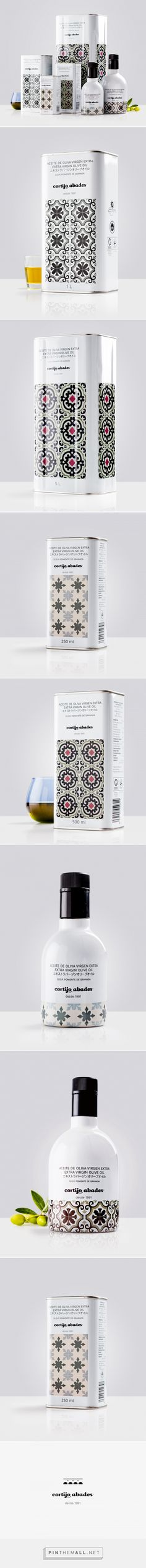 Cortijo Abades olive oil packaging design by Buenaventura Estudio - http://www.packagingoftheworld.com/2017/09/cortijo-abades.html