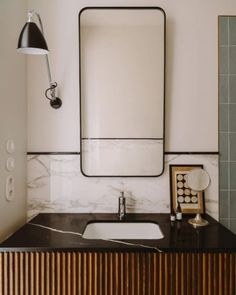 hotel bathroom Stuck w black counters, I like this fix - h worthy: pionfotografia. Bathroom Interior Design, Home Interior, Modern Interior Design, Modern Decor, Modern Interiors, Beautiful Bathrooms, Modern Bathroom, Small Bathroom, Bathroom Ideas