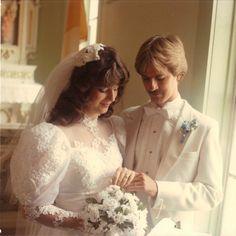 Chic Vintage Brides, Vintage Wedding Photos, Vintage Weddings, Wedding Pictures, Beautiful Wedding Gowns, Beautiful Bride, 1980s Wedding Dress, Wedding Dresses, Wedding Memorial