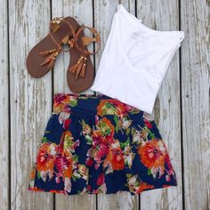 •HP• Navy Floral Skirt Worn a few times. Lined. Pockets. Has an elastic waistband in the back, so it will stretch. ***only the skirt is included in this listing Aeropostale Skirts Mini