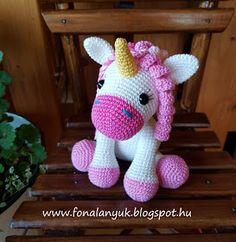 FONAL ANYUK: Horgolt unikornis Crochet Horse, Crochet Animal Amigurumi, Crochet Unicorn, Crochet Animal Patterns, Stuffed Animal Patterns, Amigurumi Doll, Crochet Animals, Amigurumi Minta, Crochet Pouch
