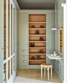Just the perfect walk-in closet, Dalby hand painted in lovely color 'Pigeon' from Farrow&Ball, oak details and a little bit of marble. Shoe Cabinet Design, Painted Closet, Closet Colors, Little White House, Walking Closet, Wardrobe Closet, Master Closet, Closet Bedroom, Closet Space