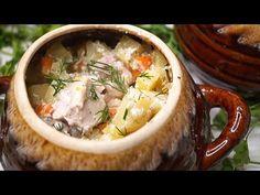 Курица с картошкой в горшочке – подходящее блюдо для воскресного или праздничного обеда. Готовится просто, продуктов требуется не много.