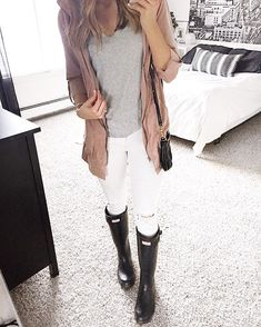White Skinnies Outfit. Black Matte Hunter Boots. | The Styled Press - A Personal Style, Beauty and Lifestyle Blog