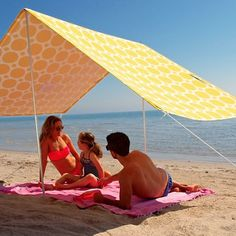Outdoor - Beach Umbrella - Yellow Dots