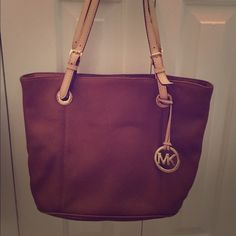 Michael Kors purse Brown MK purse in great condition Michael Kors Bags Shoulder Bags