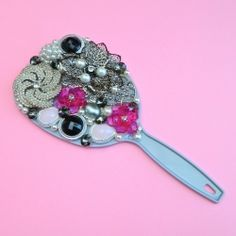 Use your favorite broken jewelry pieces to make this bejeweled hand mirror in no time at all! I'm sure it took 'no time at all' Vintage Jewelry Crafts, Old Jewelry, Jewelry Mirror, Jewellery, Crafts To Sell, Diy Crafts, Charm Rings, Diy Mirror, Dangly Earrings