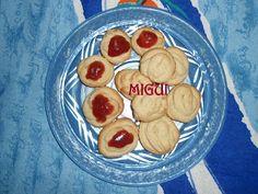 Galletas de mantequilla y mermelada de fresa http://lacocinademiguiyfamilia.blogspot.com.es/2011/10/galletas-de-mantequilla-y-mermelada.html