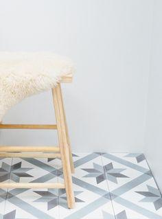 """Sementflisen """"Voss"""". Klassisk og vakkert mønster.  Sementflis - marokkansk flis - historiske fliser. Souk, Strandgaten 210, 5004 Bergen"""