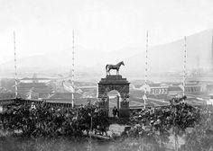 Pórtico del Caballo del cerro Santa Lucía de Santiago en 1874. (estatua desaparecida)