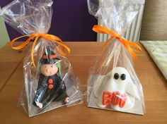 Halloween Walnut whip and fondant witches and ghosts. Walnut Whip, Spooky Halloween, Ghosts, Witches, Fondant, Cupcake Cakes, Cake Decorating, Sweets, Candles