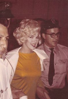 Marilyn Monroe leaving Polyclinic Hospital in NY July 1961 after gallbladder surgery Marilyn Monroe, Joe Dimaggio, Victor Hugo, Norma Jeane, Poses, Timeless Beauty, Classic Beauty, Misfits, Beauty