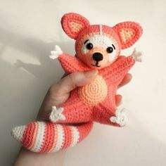 In this free crochet tutorial, you can learn how to crochet this adorable raccoon in amigurumi! This sweet amigurumi raccoon is sure to bring a smile to any face! This amigurumi cutie is a wonderful seasonal decoration . Crochet Patterns Amigurumi, Amigurumi Doll, Crochet Dolls, Amigurumi Minta, Cute Crochet, Crochet Crafts, Knitting Projects, Crochet Projects, Crochet Mobile