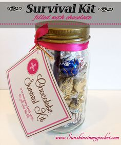 Chocolate Survival Kit in a jar . (Chocolate Regalo In A Jar) Cute Gifts, Great Gifts, Sunshine In My Pocket, Survival Supplies, Survival Kits, Small Notebook, Thing 1, Jar Gifts, Teacher Appreciation