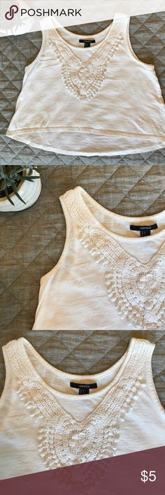 🖤White crochet crop top tank from F21🖤 Lightweight and slightly high low. Perfect summer tank with high waisted shorts! Forever 21 Tops Tank Tops
