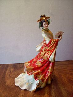 10 tall and elegant the Jade Empress by Lena Liu is a beautiful example of great art produced by the Danbury Mint. This porcelain lady is highly Dresden Porcelain, Monkey King, Danbury Mint, Chinoiserie Chic, Painting Lessons, China Fashion, Elegant Woman, Looking Gorgeous, Beautiful Dolls