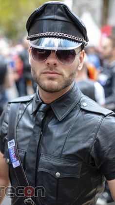 Leather Fashion, Leather Men, Black Leather, Oakley Sunglasses, Mens Sunglasses, Handsome Faces, Men In Uniform, Sexy Men, Sexy Guys