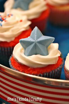 July Cupcakes, so Yummy! 4th Of July Party, Fourth Of July, Cupcake Recipes, Cupcake Cakes, Cupcake Ideas, Cup Cakes, Yummy Treats, Sweet Treats, Ice Cream Cupcakes