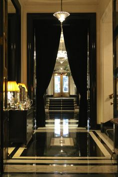 The Carlyle Hotel in NYC is legendary for a family weekend in the city. Read the rest of our photo review.