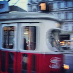 If you visit Vienna we recommend taking tram No. 1 around the 'Ringstrasse' You'll see lots. #vienna #austria