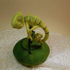 Chameleon wool art toy