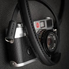 Free worldwide shipping included! This strap is designed for mirrorless and small cameras. Handmade with premium leather. The strap itself is made of heavy leather and the pad, ending and protection discs from top grain leather. Comes with a more compact shoulder pad with small strap endings. If you would like a custom strap made to order click here.