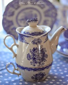 Aiken House & Gardens: Blue & White teapot and cup for one