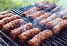 Reţeta originală de mici. Cum se făceau mititeii acum 100 de ani! Sausage, Beef, Food, Mai, Fine Dining, Plant, Cilantro, Meat, Meal