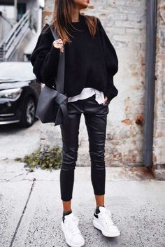 So tragen Sie bequeme Schuhe: Ideen für die besten Outfits von 2018 How to wear comfortable shoes: ideas for the best outfits of 2018 The post How to wear comfortable shoes: ideas for the best outfits of 2018 appeared first on Fab. Winter Outfits For Teen Girls, Casual Fall Outfits, Classy Outfits, Trendy Outfits, Chic Outfits, Summer Outfits, Outfit Winter, Look Fashion, Autumn Fashion