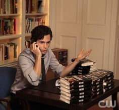 Pin for Later: The TV Fanatic's Halloween Guide: How to Dress as Your Favorite Character Dan Humphrey From Gossip Girl Gossip Girl Website, Dan Gossip Girl, Watch Gossip Girl, Gossip Girl Fashion, Gossip Girls, Dan Humphrey, Penn Badgley, Nelly Furtado, Invisible Man