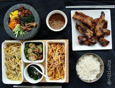 Pranz corean cu orez, coaste de porc la gratar, cartofi condimentati, salata picanta de castraveti, salata picanta de dovlecei si spanac picant