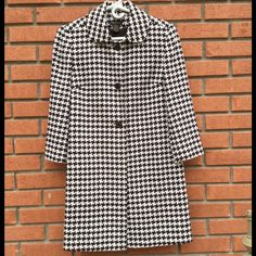"""Grace Dane Lewis houndstooth 4 coat..NWOT Brown & White houndstooth 3 button lined size 4 65% wool..35% rayon..measures 36"""" bust...34"""" length..20"""" sleeve Grace dane lewis Jackets & Coats"""