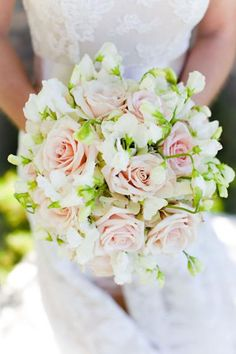 Vendela roses, which are pretty creamy-pink, and sweet peas - I wish that I could get sweat peas :(