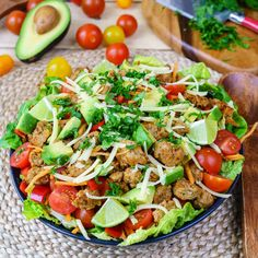 A Perfect Turkey Taco Salad to Rock Your Clean Eating Goals! - Reach your goals and eat like a QUEEN! Seriously, everyone will love this recipe! I LOVE the colors and the fact that it's loaded with clean protein so I don't have to worry about cravings after I eat :) 4 servings Ingredients: 1 pound ground turkey 1 sweet red pepper, chopped 1 medium carrot...