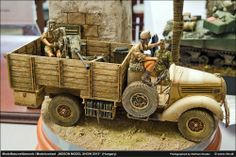 Ford with FLAK cannon 1/35 Scale Model http://www.pinterest.com/fradab/vehicules-%C3%A0-roues-de-laxe-au-135/
