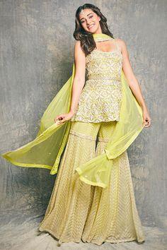 Party Wear Indian Dresses, Designer Party Wear Dresses, Indian Gowns Dresses, Indian Bridal Outfits, Dress Indian Style, Indian Fashion Dresses, Indian Wear, Indian Attire, Stylish Dress Designs