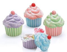 Cupcake Bowls Dishes: An adorable set of 4 cupcake dishes that can be used as a whimsical decoration or used as a party favor Cupcake Kitchen Decor, French Kitchen Decor, Kitchen Decor Themes, Themed Cupcakes, Mini Cupcakes, Tapas, Mickey Mouse Kitchen, Cupcake Collection, Cupcake In A Cup
