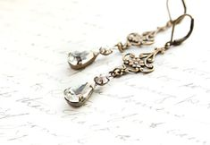 Long Filigree Earrings Crystal Glass Drops Antique Gold Fleur Dangle Earrings Vintage Style Wedding Rhinestone Bridal Jewelry Gift for Women
