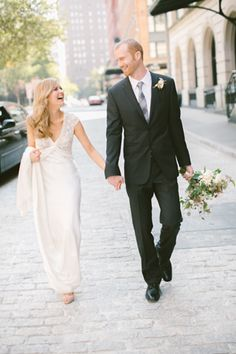urban wedding couple pictures. Make time for pics of you both.