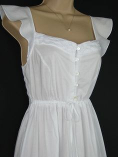 LAURA ASHLEY Vintage Victorian Style Cotton & Lace Frilled Nightgown / Nightdress, Small