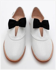 Alice White by Rachel Antonoff Bow Shoes, Cute Shoes, Me Too Shoes, Shoes Heels, Saddle Shoes, Shoe Boots, Alice White, Rachel Antonoff, Black And White Shoes
