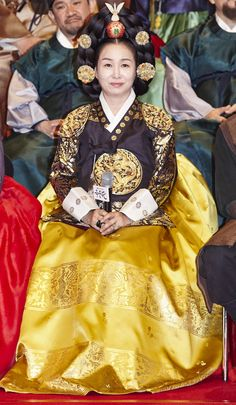 "Actress Kim Mi-sook in her luxurious royal Hanbok, who will be playing the role as the Queen consort Munjeong (an actual figure in Korean history). The upcoming MBC's historical drama, ""Flower of Prison"" <""옥중화""><Ok Joong Hwa> On Air: Saturday 4/30/16 (10:00pm Korea Time). Premieres every Saturday/Sunday night @10:00pm. For More Details: http://content.mbc.co.kr/program/drama/2798050_64285.html Teaser: https://www.youtube.com/watch?v=_r0cPd0aQjU"