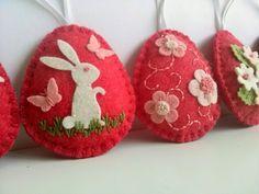 Dusi ustvarja: Easter decoration / Red eggs, velikonočna dekoracija, jajčka iz filca