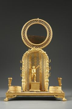 Mother-of-pearl and ormolu watch holder and inkwell watch holder and inkwell representing an angel resting on a pedestal in a semi-circular niche adorned with openwork tracery and... 3,500€