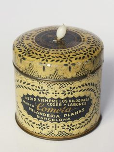 Antigua caja de hilos de crochet Cometa- Hilandería Planas - http://eldesvandebartleby.es/