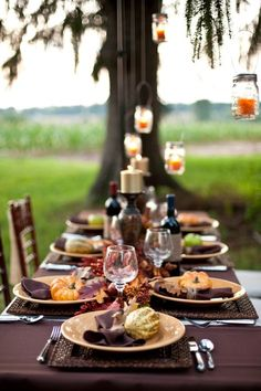 Thanksgiving table decoration ideas will assist you with some ideas. T Thanksgiving, the dining table needs some decoration. Outdoor Thanksgiving, Thanksgiving Celebration, Thanksgiving Table Settings, Thanksgiving Tablescapes, Thanksgiving Decorations, Thanksgiving Ideas, Holiday Decorations, Thanksgiving Traditions, Seasonal Decor