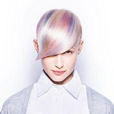 HAARFARBENTRENDS 2015  Frühjahrsputz für Ihre Haare! Experten sind sich schon jetzt sicher: Irisierende Perlmutttöne in Pastellfarben gehören diesen Sommer definitiv zu den Haarfarben-Trends 2015, zu sehen bei diesem It-Look von Schwarzkopf Professional à la Rainbow Hair.