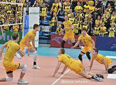 Nie wiem gdzie tu jest piłka, ale album z meczu z pewnością jest na moim Facebooku  #skra #pgeskra #pgeskrabełchatów #plusliga #siatkówka #volleyball #sport #funny #photo